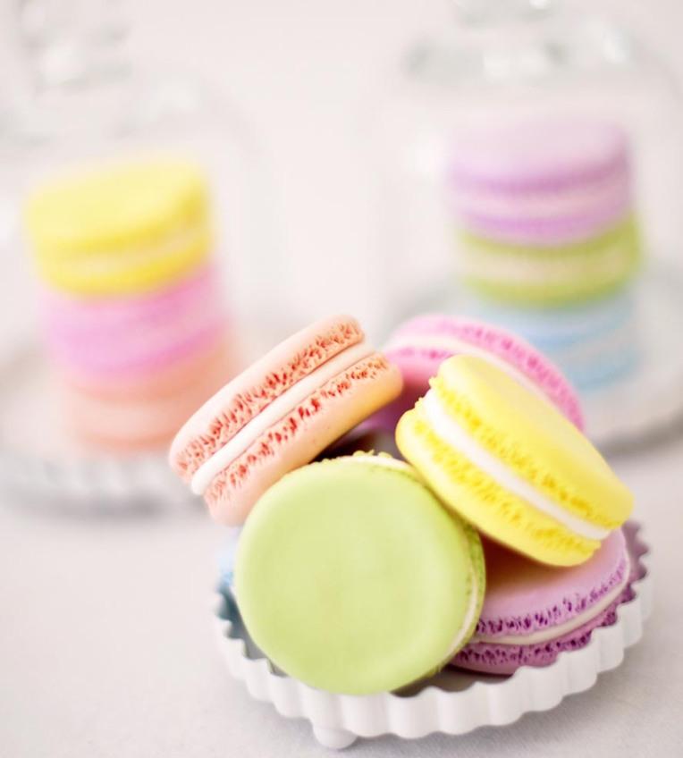 Clay-French-Macarons-Set-of-12-dk_4_0_macarondozen4