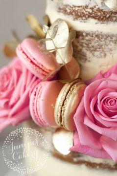 ead8f5e6d180a8bfe668a56d6babd593--gold-cake-drip-cakes