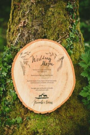 menu-on-a-piece-of-wood-so-chic-wedding-journal-magazine-paula-ohara-photography